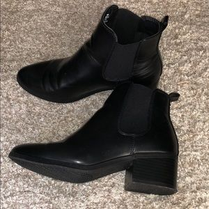 a6a5417bed0 Black size 7.5 Chelsea Boots